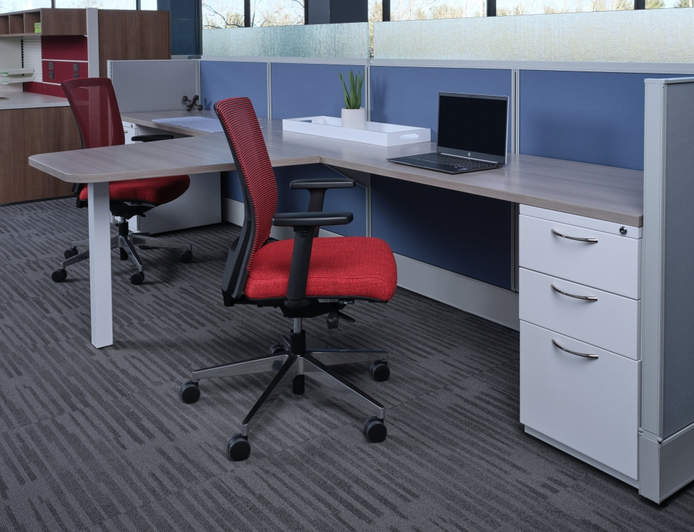 Preview of Divi with keytop worksurface, upmount screens and L Series steel storage. Shown with Upton Seating