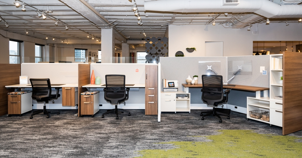 Preview of NeoCon 2021 Divi Linear with Gallery Panels, Height Adjustable Tables, Suspended Ped and Calibrate Storage. Shown with Revere and Essex seating