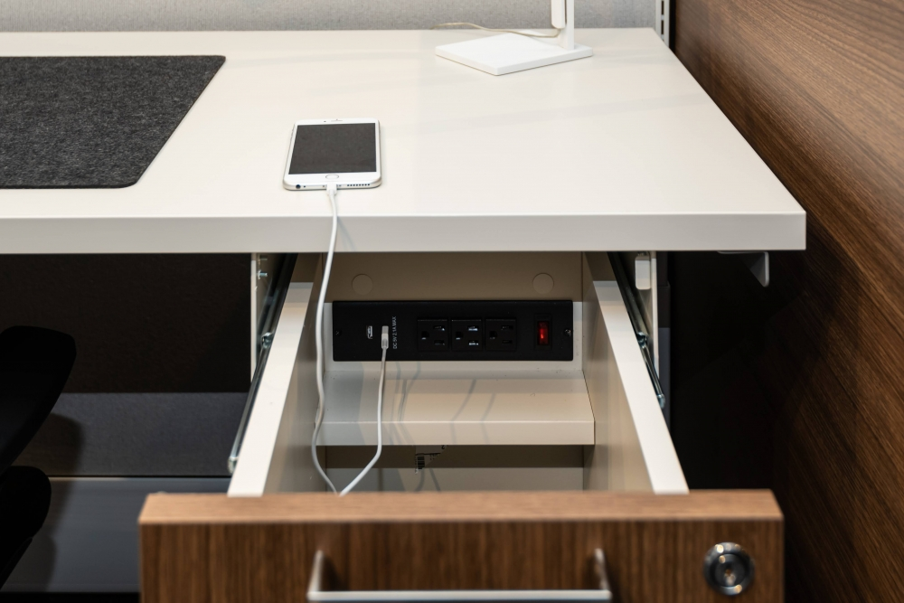 Preview of Calibrate Storage Suspended Ped with integrated power
