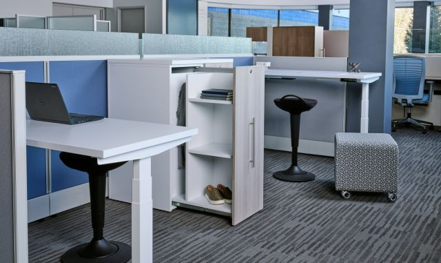Divi with linear trim.  Shown with Calibrate pull-out storage, Day to Day Height Adjustable Table and Rutland