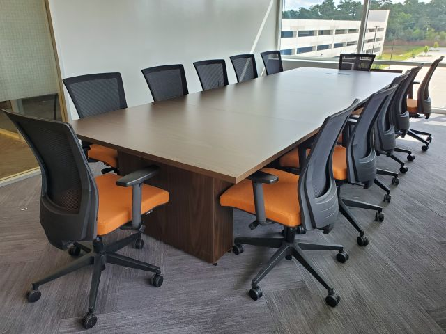 Client Site, Calibrate Series Table with Upton Seating