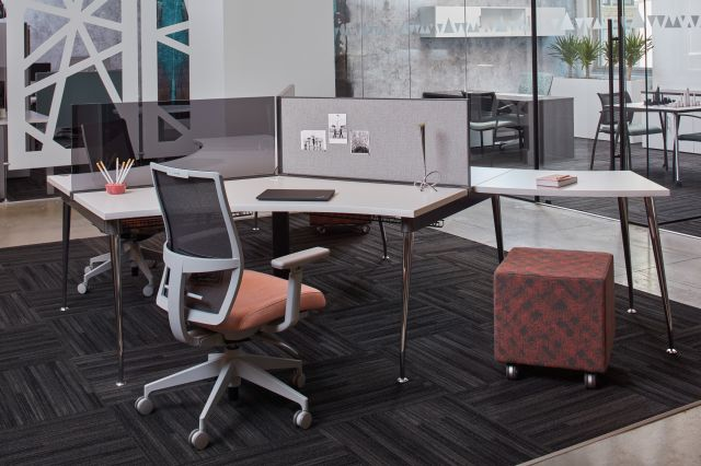 Oxygen 120 Degree Benching Workstation with Devens Seating