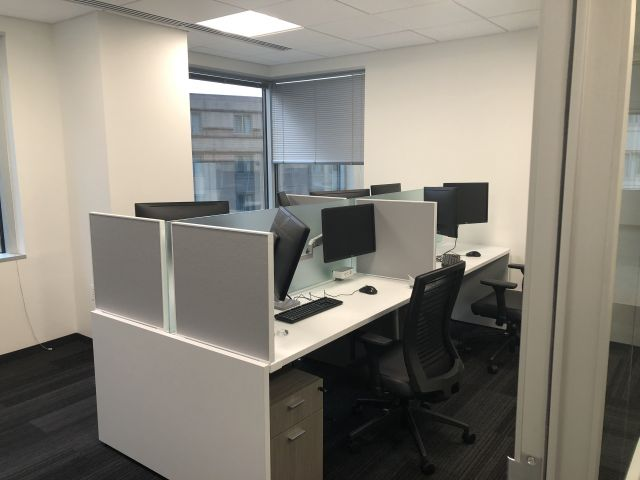 Client Site: Oxygen with Frosted Glass Spine Screen, Slimline Undersurface Mounted Screens. Shown with Calibrate Pedestals and Natick Seating.