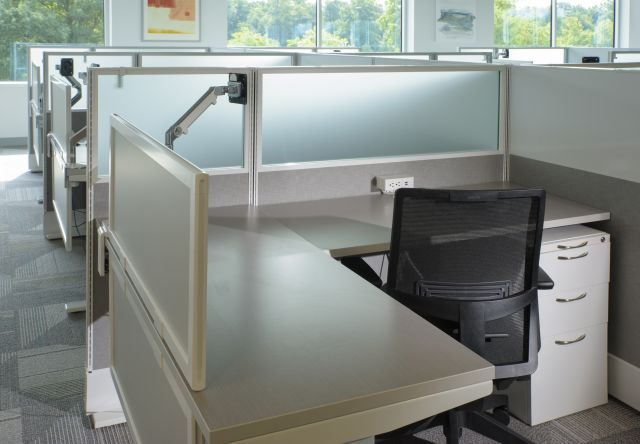 Client Site, Divi with upmount screen for added privacy, Devens seating, and L series pedestal file