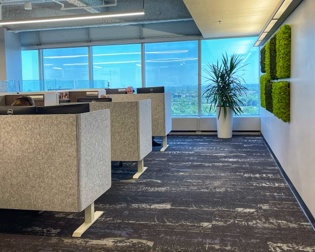 Client Space: L-Wrap PET Screens with Height Adjustable Tables