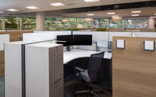 Client Space with Calibrate Storage, Matrix Panels and Day-to-Day Height Adjustable Table