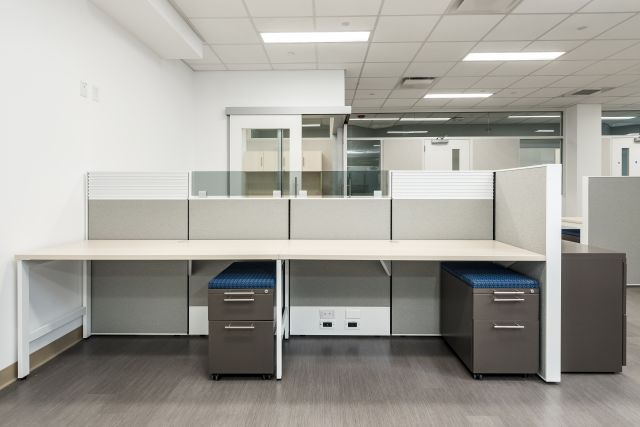 Matrix Workstations with Upmounted Grey Tint Glass, Tool Rail Inserts and L Series Pedestals Client Space