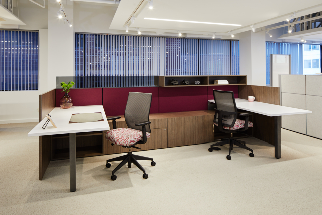 AIS Washington D.C. Showroom Divi Open Plan with Calibrate Series Storage, Devens Task Seating and upmount screens